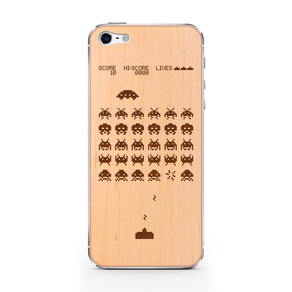 Space Invaders WoodiPhone 5 Cover