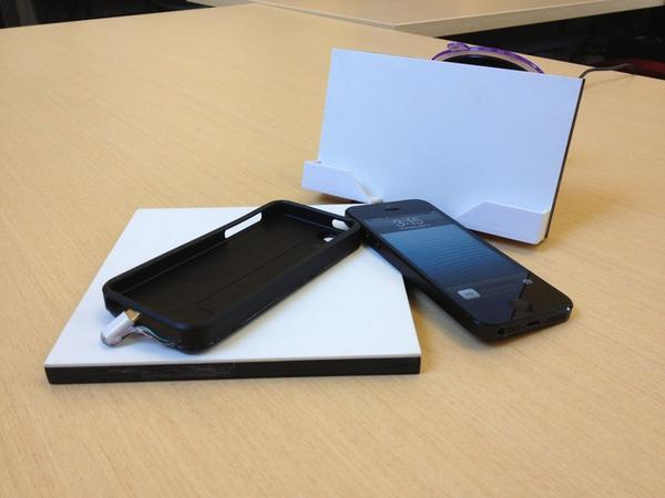 Ametros Flexible Wireless Charger for iPhone 5 and Galaxy S3