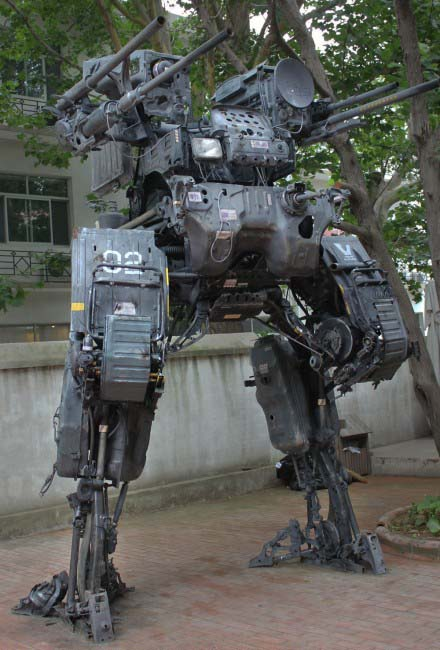 The Huge Mecha Built with Old Truck