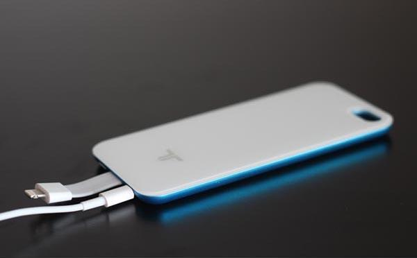 The Magnetic-Attaching iPhone 5 Battery Case