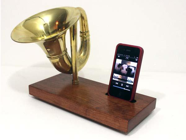 The Habdmade iHorn iPhone Dock with Sound Amplifier