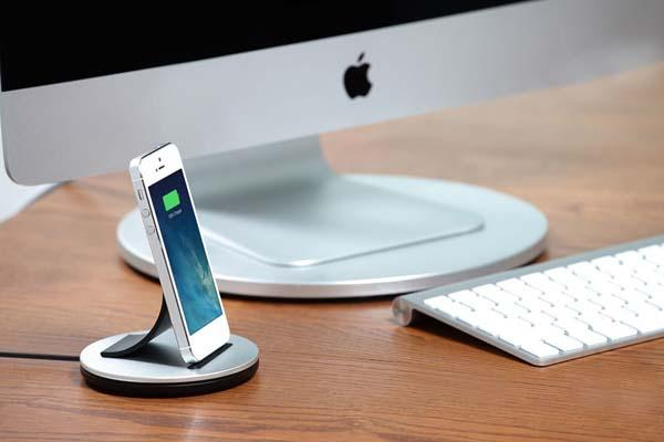 Just Mobile Alubolt Docking Station For Iphone And Ipad
