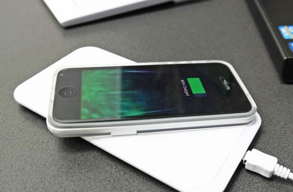 Slimo Ultra Slim Wireless Charger for Your iOS Devices with Lightning Port