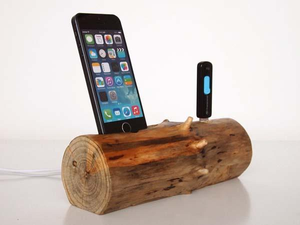 The Handmade iPhone Docking Station with An Extra USB Port