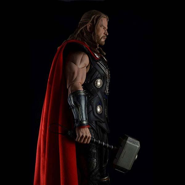 Avengers Thor Deluxe Action Figure