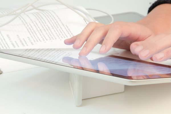 IDAPT Sutra Universal Stand for Smartphone and Tablet