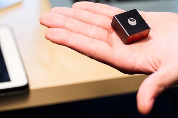 MBLOK An Ultra Compact Wireless Storage Device