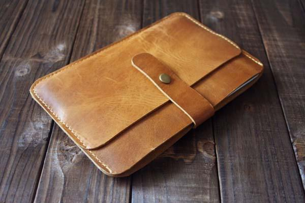 The handmade leather iPad mini case is priced at $27.5 inches, and it ...