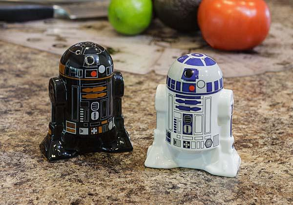 Star Wars R2-D2 & R2-Q5 Salt and Pepper Shakers