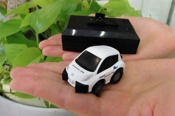 Takara-Tomy Choro-Q Q-Eyes QE-1 Nissan Leaf RC Car with Obstacle Sensors