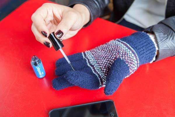 Touch Tonic Makes Your Gloves Compatible with Smartphone