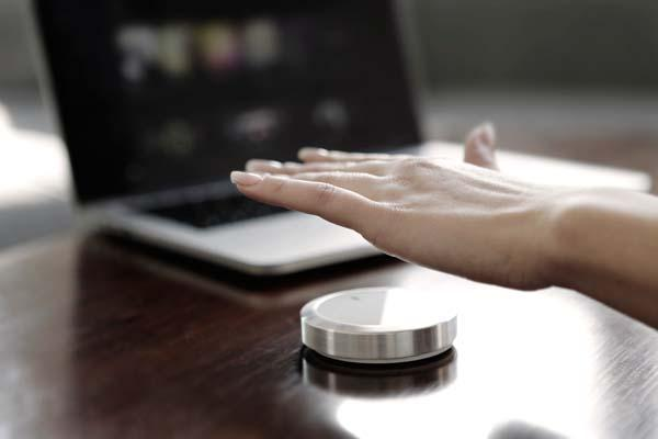 Flow Wireless Controller Lets You Control Your Devices with Gestures