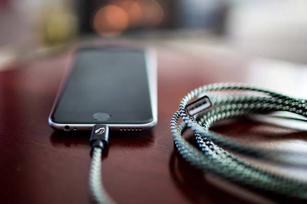 Mamba 10-Feet Charging and Syncing Lightning Cable