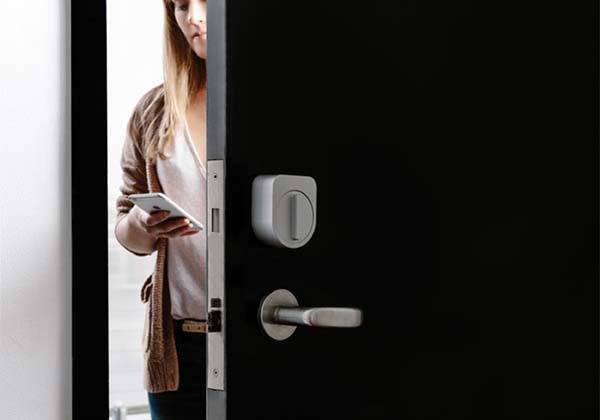 Sesame Smart Lock Works with Your Existing Locks