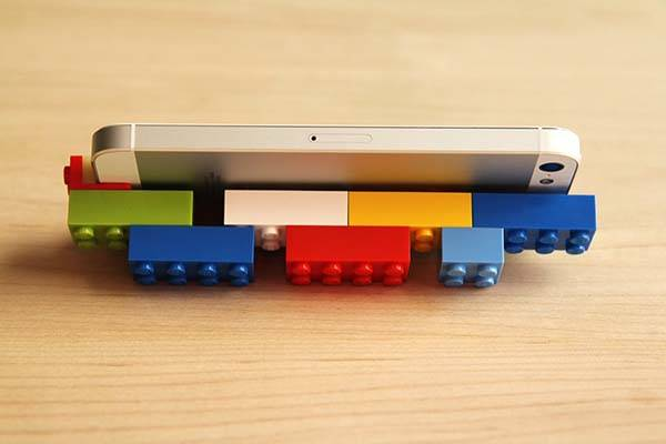 Brick Lightning Cap Brings LEGO Creativity on Your iPhone