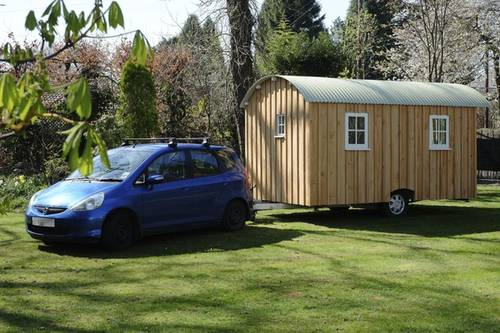 Build A Wooden Hut on Wheels by Yourself
