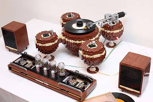 The Gorgeous LEGO Turntable is Workable
