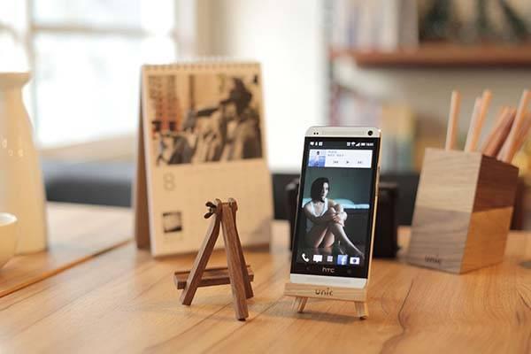 Mini easel phone stand