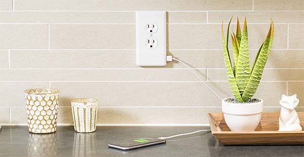 SnapPower Outlet Cover Plate with Integrated USB Charger