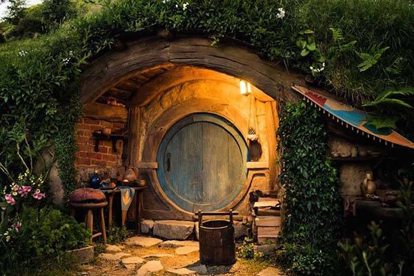 the real life hobbiton in new zealand gadgetsin. Black Bedroom Furniture Sets. Home Design Ideas