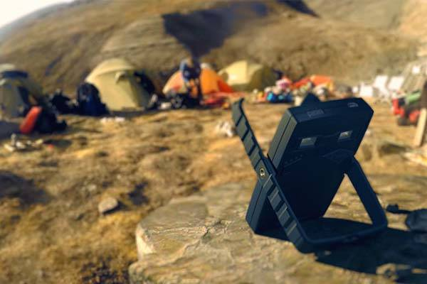 et_stone_solar_power_bank_with_led_lamp_and_torch_1.jpg