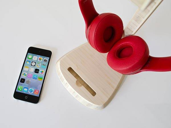 Sound Station Bamboo Headphone Stand with iPhone Dock
