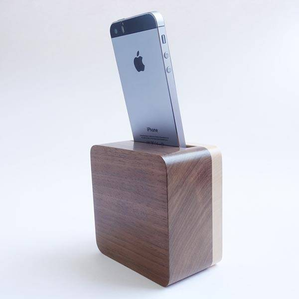 The Handmade Wood iPhone Dock Works As Audio Amplifier