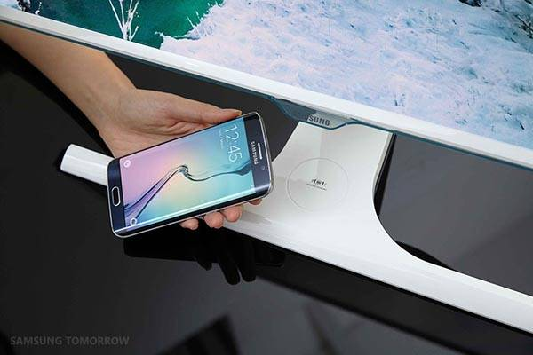 Samsung SE370 Monitor with Qi-enabled Wireless Charger