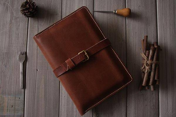 the handmade leather ipad mini case with integrated iphone