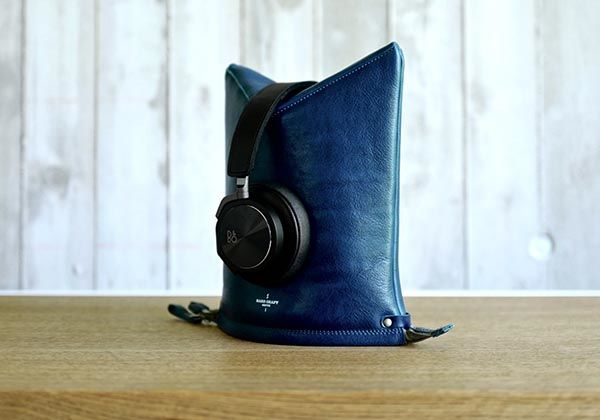 Hard Graft Peak Leather Headphone Case Works as a Stand