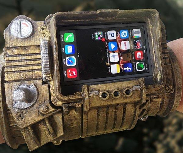 the 3d printed fallout pipboy 3000 works with your smartphone