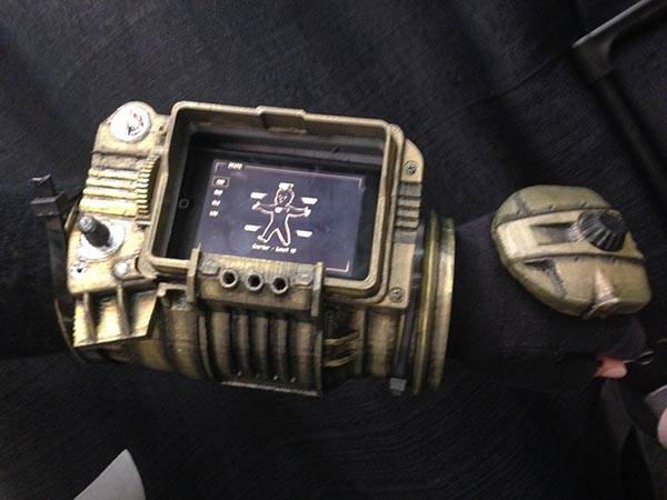 3D Printed Fallout PipBoy 3000 with a Phone Case