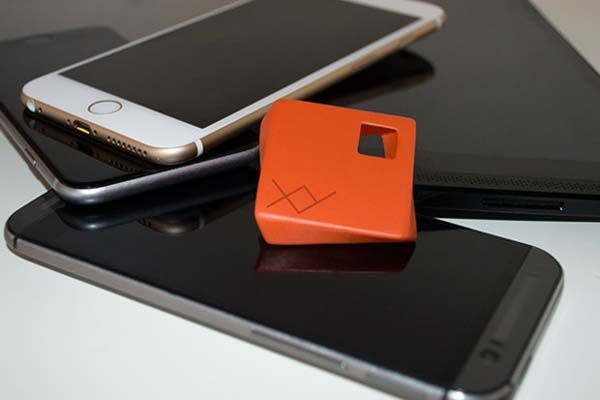 XY Share It Bluetooth Device Helps You Share Photos with Friends Around You