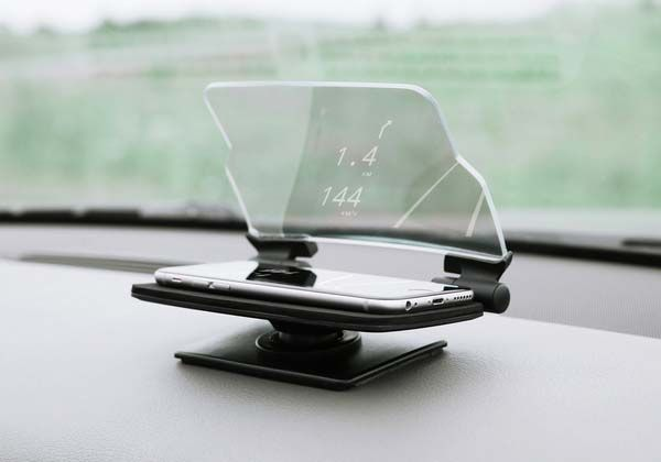 HUDWAY Glass Turns Smartphone into Head-Up Display for Safe Driving