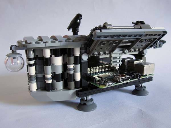 Lovelace & Babbage LEGO Set Shows off a Steampunk Computer That Can Hold a Raspberry Pi