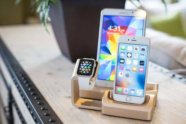 Trio Modular Aluminum Charging Station Supports Various Smartphones, Tablets and Smartwatches