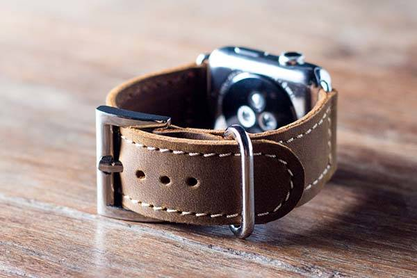 The Handmade Apple Watch Leather Band Boasts Charming and Classic Design
