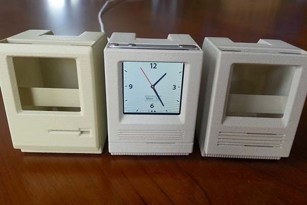 The 3D Printed iPod Nano Dock Inspired by Classic Macintosh