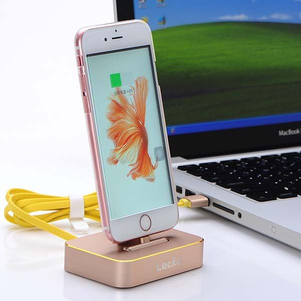 The Aluminum Charging Station Works with iPhones and iPad Mini