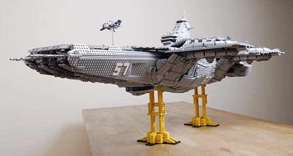 the_avengers_shield_helicarrier_built_with_15000_lego_bricks_4.jpg