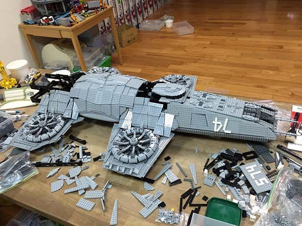 the_avengers_shield_helicarrier_built_with_15000_lego_bricks_5.jpg