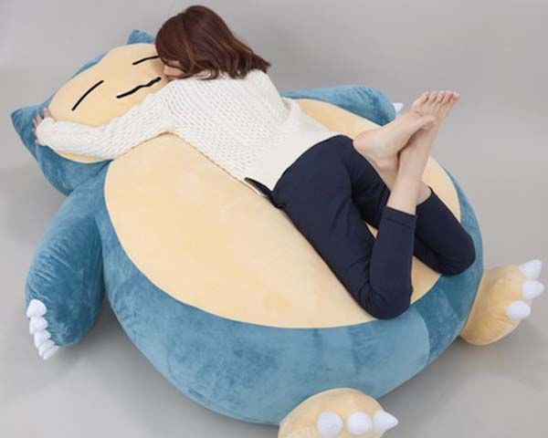 giant snorlax pokemon cushion is the cutest bed for kids gadgetsin. Black Bedroom Furniture Sets. Home Design Ideas