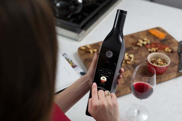 Kuvée Smart Wine Bottle Keeps Your Wine Fresh for up to 30 Days