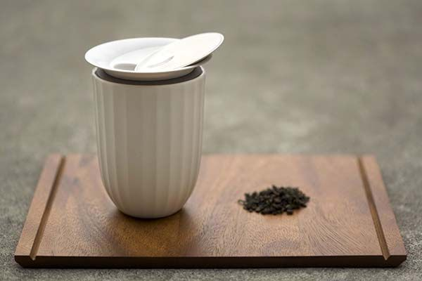 Lotus Porcelain Tea Cup with Cap Lets You Enjoy Tea in Comfort