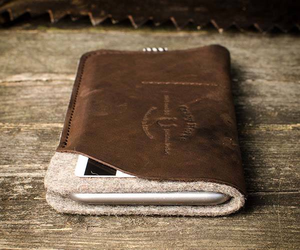 The Handmade iPhone 6/6s Plus Leather Case with an Extra Pocket