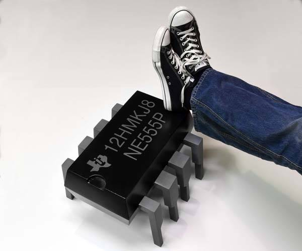 Build the Giant 555 Timer Footstool by Yourself