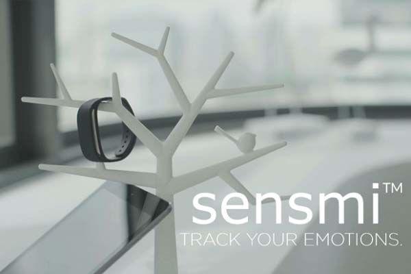 Sensmi Smart Wristband Tracks and Analyzes Your Stress Level and Sleep Patterns