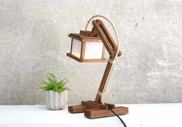 Handmade Kran Paus Wooden Desk Lamp