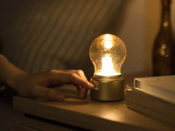 Retro Bulb Shaped USB LED Lamp