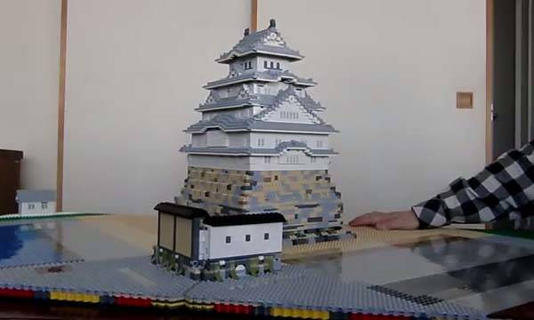 The Awesome LEGO Pop-up Himeji Castle Built by Talapz